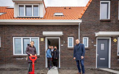 Eerste nieuwe bewoners in het 'Rooie Dorp' – Eeuwfeest met nieuwe duurzame woningen